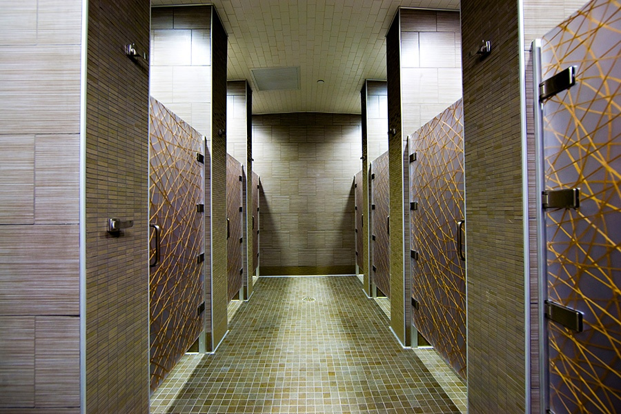 brambleton-ashburn-va_locker-rooms-showers_900x600.jpg