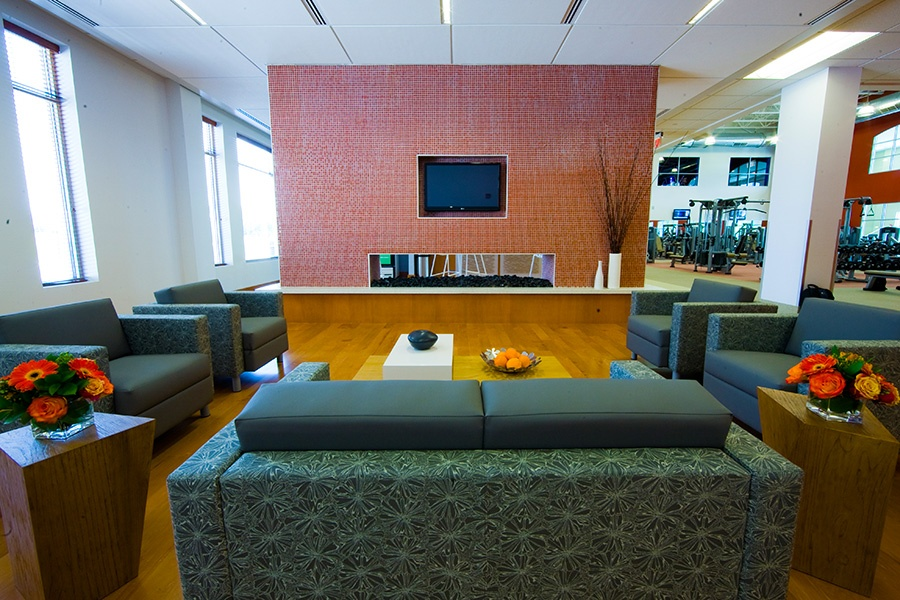 brambleton-ashburn-va-gyms_member-lounge-TV_900x600.jpg