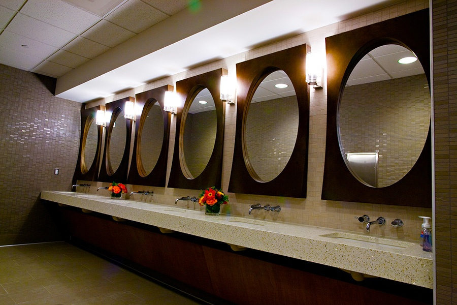 brambleton-ashburn-va_locker-rooms-mirrors_900x600.jpg